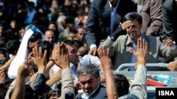 محمود احمدینژاد در سفر به مشهد