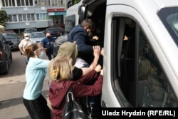 Unidentified people forcibly detain Paval Sevyarynets, an opposition politician who was returning from a picket, near his house on June 7.