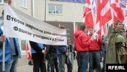 В Малом Кисловском переулке расположились сторонники движения «Молодая гвардия» и «Местные»