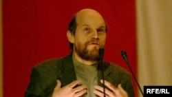 Лявон Баршчэўскі выступае на зьезьдзе Партыі БНФ, 9.12.2007