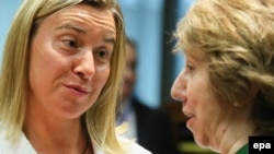 Italian Foreign Minister Federica Mogherini (left) is widely tipped to replace Catherinie Ashton (right) as the EU's foreign policy chief. (file photo)