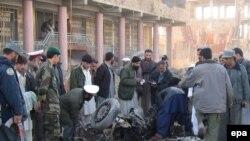 نظاميان تحت فرماندهی ناتو اعلام کرده اند در سال ۲۰۰۶ ميلادی کشتار غيرنظاميان افغان در جريان عمليات ناتو، يکی از اشتباهات فاحش آنها بوده است.
