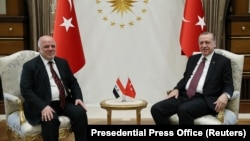 Turkish President Recep Tayyip Erdogan (right) meets with Iraqi Prime Minister Haidar al-Abadi at the Presidential Palace in Ankara on October 25.