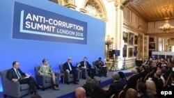 Під час саміту, Лондон, 12 травня 2016 року