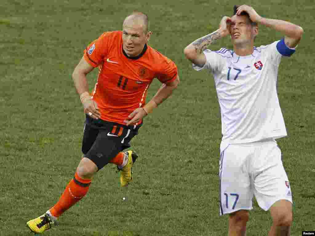 Голландія – Словаччина 2:1. Радість і відчай – голландець Роббен і словак Хамшік. - Вперше в історії чемпіонатів світу з футболу південноамериканських збірних в 1 / 4 фіналу виявилося більше, ніж європейських. У «чудовій вісімці» Південну Америку представляють чотири країни (Аргентина, Бразилія, Парагвай і Уругвай), а Європу – три: Німеччина, Голландія та Іспанія. Континент-господар – Африка – представлений збірною Гани. 2-3 липня пройдуть чвертьфінальні матчі.