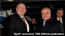 Госсекретарь США Майкл Помпео и министр иностранных дел Узбекистана Абдулазиз Камилов. Международный аэропорт имени Ислама Каримова, 2 февраля 2020 года.
