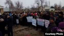 Митинг с требованием перенести село под Бишкеком, на которое в январе упал грузовой самолет. Дачи-СУ, 14 марта 2017 года.