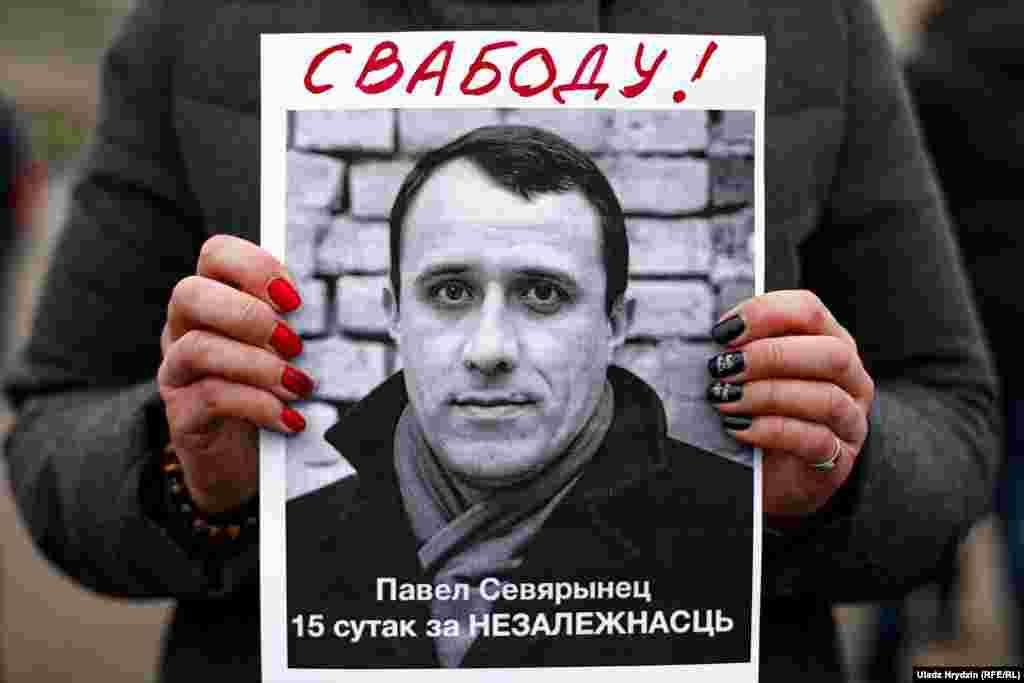 Ініцыятар гэтай акцыі, сустаршыня Беларускай хрысьціянскай дэмакратыі Павал Севярынец, раней быў пасаджаны пад адміністрацыйны арышт