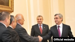 Հայաստան -- նախագահ Սերժ Սարգսյանը ընդունում է Լեռնային Ղարաբաղի ԱԺ պատվիրակությանը, Երեւան, 15-ը դեկտեմբերի, 2009թ.