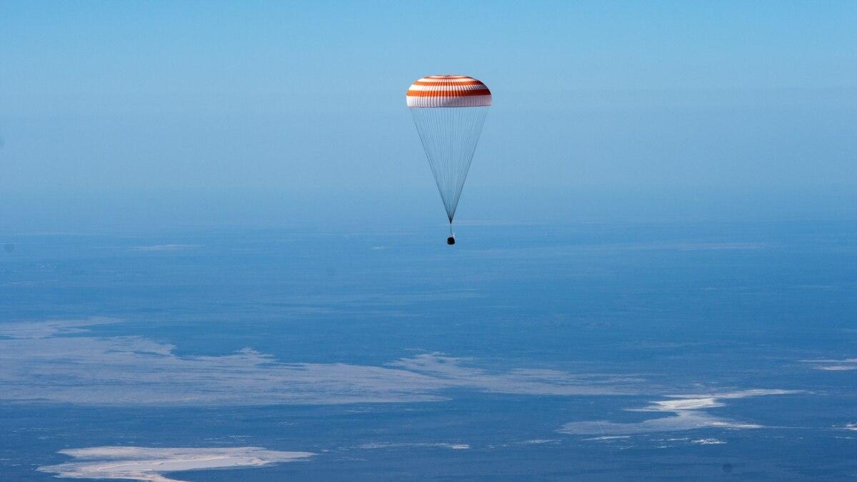 Трое членов американо-российской команды МКС вернулись на Землю