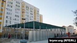 Действующая новая спортплощадка на ул. Хрусталева в Севастополе