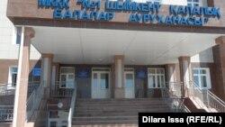 В здания больницы в городе Шымкенте.