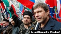 Олег Царьов (п) на антиукраїнському мітингу в Москві, 21 лютого 2015 року