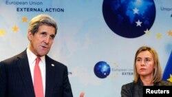 Госсекретарь США Джон Керри и верховный представитель ЕС по иностранным делам Федерика Могерини.