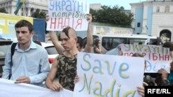 Участники акции с требованием освобождения Надежды Савченко. Киев, 11 июля 2014 года.
