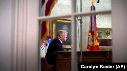 Presidenti Donald Trump në Zyrën Ovale.