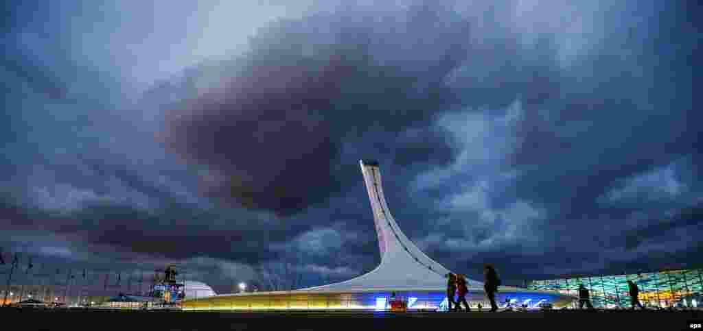 A general view of the Olympic Cauldron, in the Olympic Park at the Sochi 2014 Olympic Games, Sochi, Russia on February 5. (epa/Hannibal Hanschke)