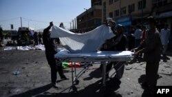 Owganystanyň Hazara azlygynyň müňlerçe wekili Kabulda toplanan wagtynda partladylan goşa bombadan soňky pursat. 23-nji iýul, 2016 ý.