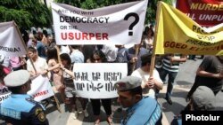 Armenia -- Supporters of the opposition Armenian National Congress demonstrate during a Council of Europe meeting in Yerevan, 31May2013.
