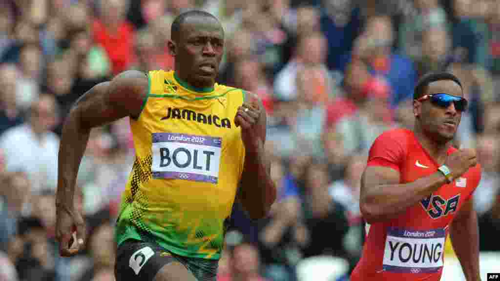 Usain Bolt u trci na 200 metara, London, 7. august 2012.