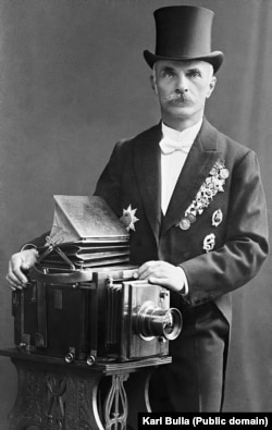 Bulla (pictured late in his career) was born in 1855 in today's Glubczyce, southern Poland. At the time the town was in Prussia -- a German-speaking nation.