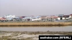 Түркіменстандағы Қарақұм су арнасы. 22 қаңтар 2014 жыл.