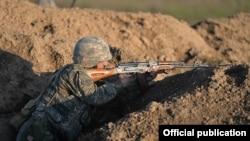 Военнослужащий Армии обороны Нагорного Карабаха во время учений
