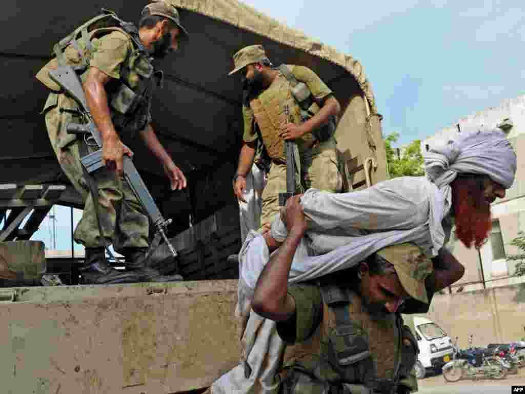 Pakistan - Vojna operacija u Khyberu - Dvadesetpet uhapšenih, pet ubijenih, bilans je vojne operacije u regionu Khybera. Uslijedila je nakon što je bombaš samoubica,27.augusta, na graničnom prelazu Torkham, izmedju Pakistana i Afganistana, ubio 22 policajca.
