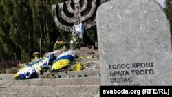 Мемориал погибшим в Бабьем Яру