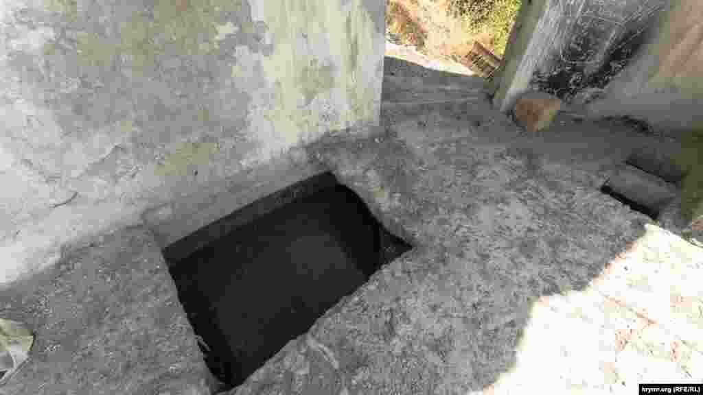 И резервуар, почти доверху наполненный нечистотами