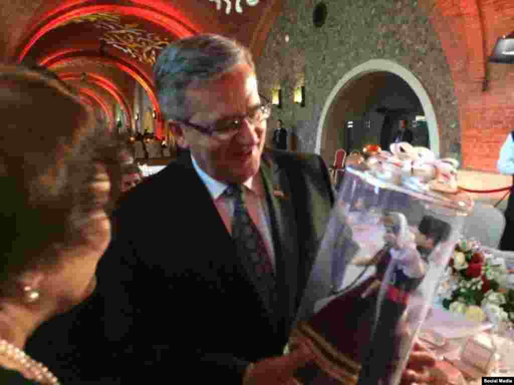 Польша президенты Бронислав Комаровски да бүләксез калмады (Рөстәм Умеров фотосы)