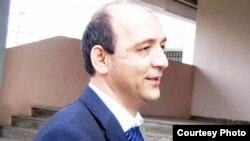 """Хуршед Атовуллоев, сардабири ҳафтаномаи """"Фараж"""""""