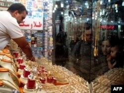 Алтын сататын дүкен. Иран, 20 қыркүйек 2010 жыл. (Көрнекі сурет)