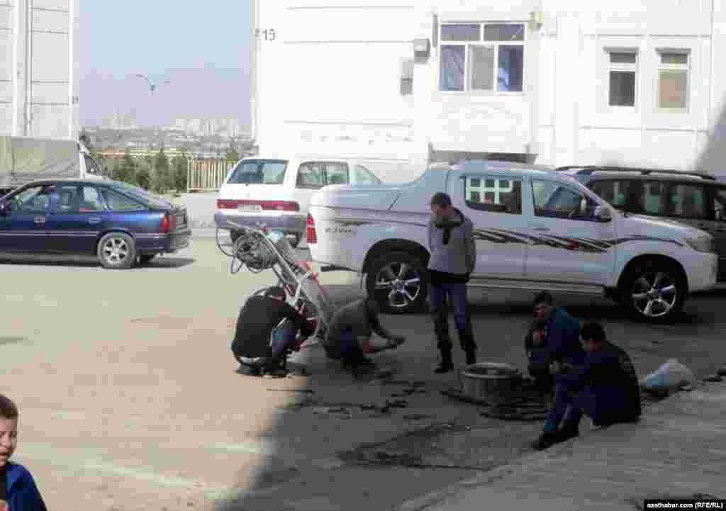 Ремонтные работы в микрорайоне Мир-7, Ашхабад