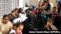 لاجئون سوريون امام مكتب المفوضية العليا لشؤون اللاجئين ، اربيل