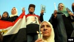 Sveće za koptske žrtve u Libiji ispred hrišćanske katedrale u Kairu u februaru 2015. godine