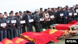 Шу йилнинг 7 апрел куни Бишкекдаги бош майдонда бошланган талотум 90 га яқин кишининг ҳаётига зомин бўлган.