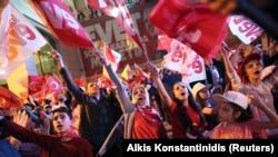 Сторонники Эрдогана празднуют победу. Анкара, вечер 16 апреля