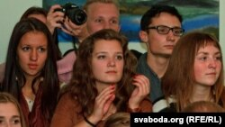 """Attendees at Radio Svaboda's concert to present the new CD, """"Sauka and Hryshka. 100 Songs: 2010-2012"""" in Vilnius, Lithuania"""