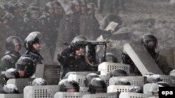 Сотрудники спецподразделения украинской милиции. Киев, 22 января 2014 года.