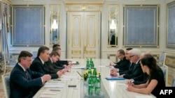 Министры иностранных дел стран ЕС встречаются с президентом Украины Виктором Януковичем в Киеве