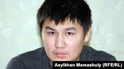 Жаңөзен оқиғасы кезінде аяғынан оқ тиіп жараланған Жанболат Жаманқараев. Жаңаөзен, 1 мамыр 2012 жыл.