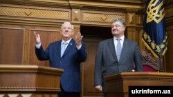 Президенти України й Ізраїлю Петро Порошенко і Реувен Рівлін (л) в українському парламенті, 27 вересня 2016 року