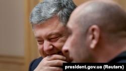 Ukrajinski predsednik Petro Porošenko i ruski novinar Arkadij Babčenko