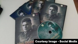 """""""Düdəngədən Münhenə"""" filminin DVD diski."""