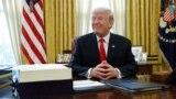 Президент Трамп после церемонии подписания законопроекта о налоговой реформе