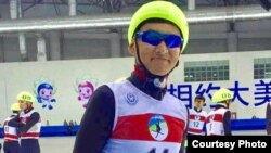 Дастур Турсынжан, этнический казах из Синьцзяна, конькобежец сборной Китая.