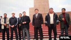 Алмазбек Атамбаев Оштогу жолугушууда, 2010-жылдын 18-апрели.