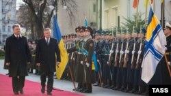 Петро Порошенко та Броніслав Коморовський у Києві, 8 квітня 2015 року