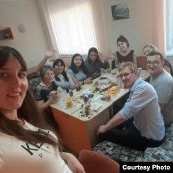 Төрле ил вәкилләре белән Халыкара татар теле олимпиадасында чәй эчү